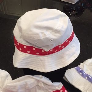 Baby 🍼 🌞 sun hat red and white last two left